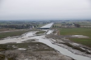 _LEP1025 - Vue du barrage qui régularise l'eau des terres alimenter par les marées...