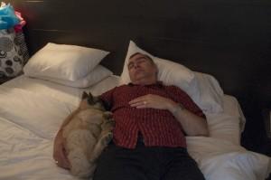 _LEP1348 -  Papa a le rhume et n'a pas bien dormi la nuit dernière...j'en profite donc pour me reposer après une grande marche.