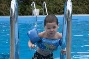 _LEP2597 - Le premier à l'eau! The first to dive in!